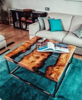 Mẫu bàn trà mặt gỗ pha epoxy chân thép – Ảnh: pinterest.com