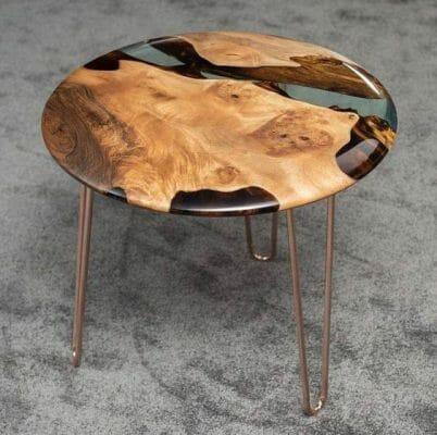 Mẫu bàn mặt gỗ pha epoxy chân hairpin – Ảnh: pinterest.com